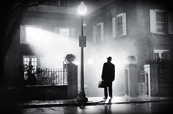http://captainhowdy.com/images/posts/2010/10/the-exorcist-merrin-arrives-iconic.jpg