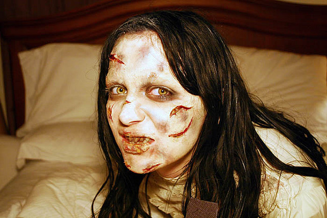 exorcist-regan-halloween-costume-make-up (2)