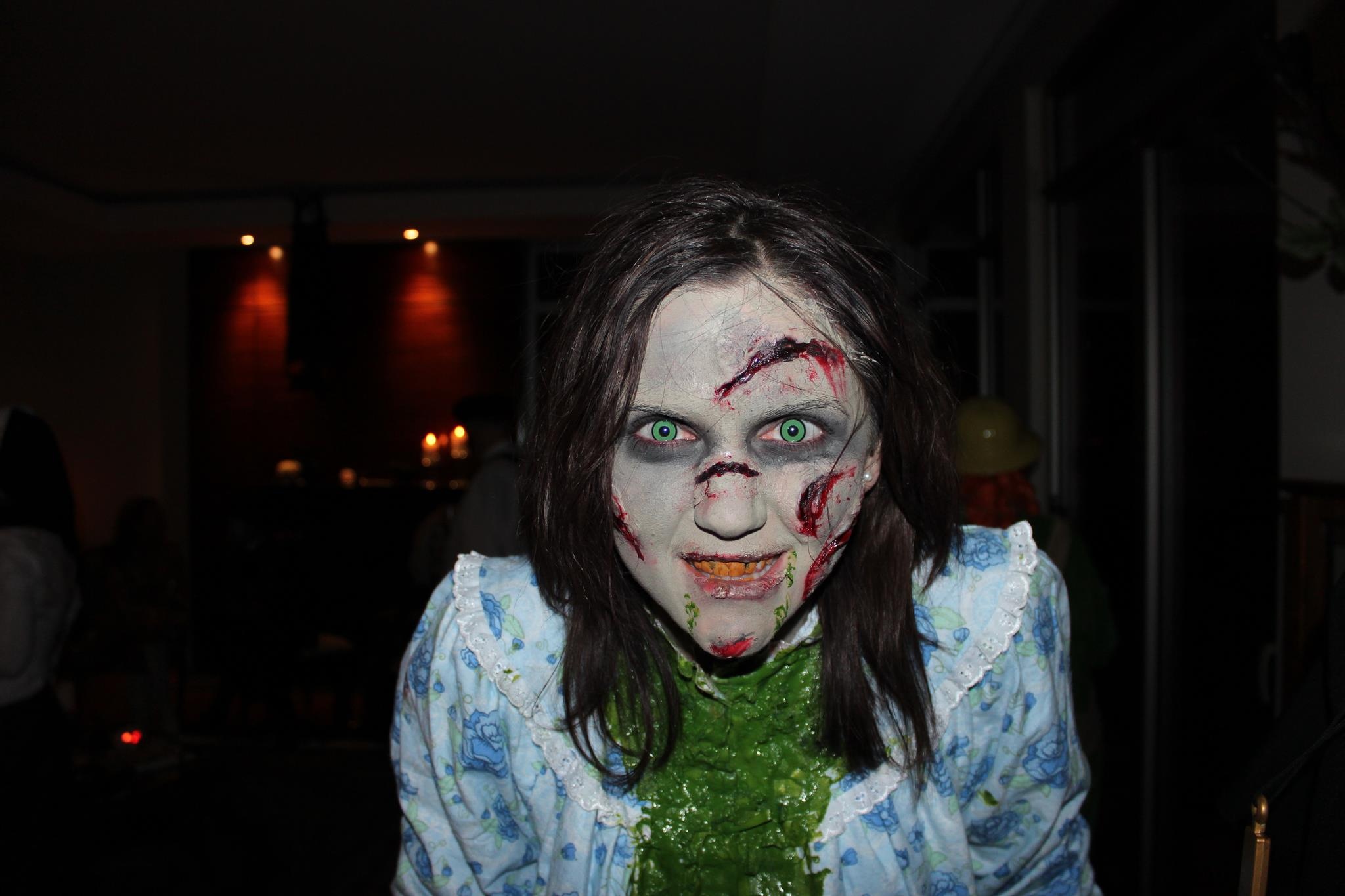 exorcist-regan-halloween-costume-make-up (6)